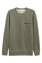 Sweatshirt with a chest pocket - Khaki green - Men | H&M 1