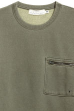 Sweatshirt with a chest pocket - Khaki green - Men | H&M 2