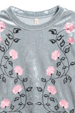 Embroidered velour top - Silver grey-coloured - Ladies | H&M 3