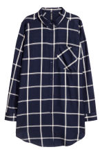 Long viscose shirt - Dark blue/White checked - Ladies | H&M 2