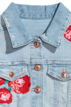 Embroidered Denim Jacket - Light denim blue/roses - Kids | H&M CA 3