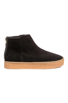 Lined suede boots