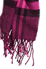 Patterned scarf - Cerise/Black checked - Ladies | H&M CN 2