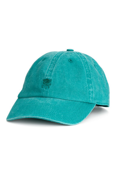 Cap with embroidery Model