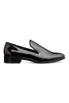 Lackade loafers