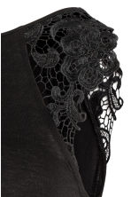 MAMA Top with lace sleeves - Black - Ladies | H&M CN 3