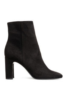 Ankle boots with a zip