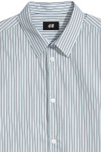 Cotton shirt Relaxed fit - Light blue/Striped - Men | H&M CN 3