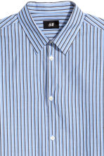 Cotton shirt Relaxed fit - Light blue/Striped - Men | H&M IE 3