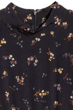 Dress with a flounce - Black/Small floral - Ladies | H&M 3