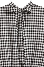 Smocked blouse - Black/White/Checked - Ladies | H&M 3