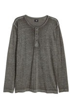 Long-sleeved Henley shirt - Khaki green - Men | H&M CN 2