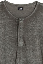 Long-sleeved Henley shirt - Khaki green - Men | H&M CN 3