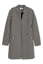 Dogtooth-patterned