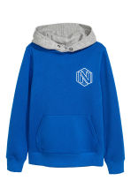 Hooded top with a motif - Bright blue - Kids | H&M CN 2