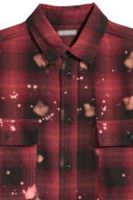 Oversized shirt - Red/Black checked - Men | H&M 3