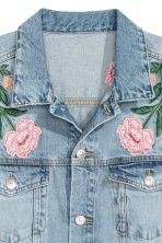 H&M+ Embroidered denim jacket - Light denim blue/Embroidery - Ladies | H&M CN 4