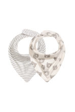 2-pack triangular scarves - Natural white - Kids | H&M 1