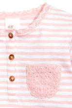 鈕扣長袖上衣 - Light pink/White striped -  | H&M 2