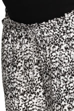 MAMA Patterned trousers - White/Patterned - Ladies | H&M 3