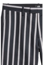 Linen-blend city shorts - Black/Striped - Men | H&M 3