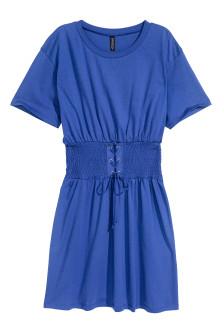 T-shirt dress with lacing