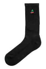 Embroidered socks - Black/Cherry - Men | H&M 1