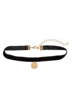 Choker with a pendant - Black/Gold-coloured - Ladies | H&M 1