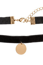 Choker with a pendant - Black/Gold-coloured - Ladies | H&M 2