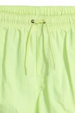 Short swim shorts - Neon green - Men | H&M 3
