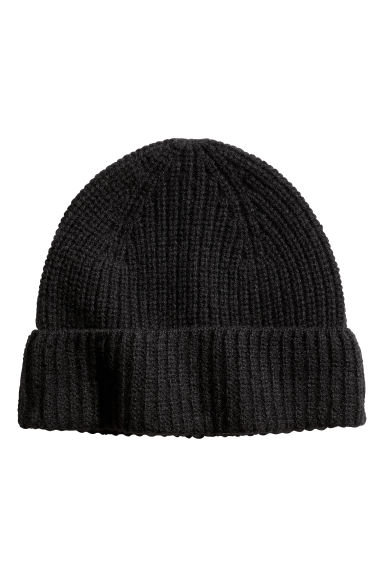Ribbed cashmere hat Model