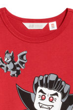 Jersey top with a print motif - Red/Lego - Kids | H&M 3