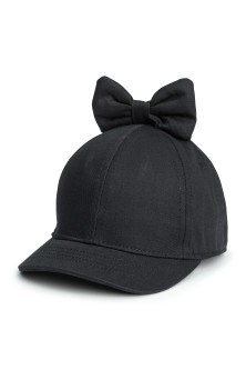 Cap with a bow