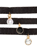 3-pack chokers with a pendant - Black/Gold-coloured - Ladies | H&M CN 2