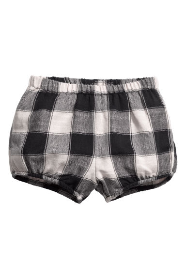 Checked puff pants Model
