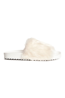 Slides with faux fur