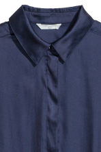 Camicia lunga in satin - Blu scuro - DONNA | H&M IT 3