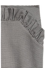 Short skirt - Black and white/Dogtooth - Ladies | H&M 3