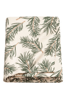Christmas-print tablecloth