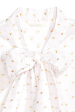 Blouse with a tie - White/Gold-coloured embroidery - Ladies | H&M CN 3