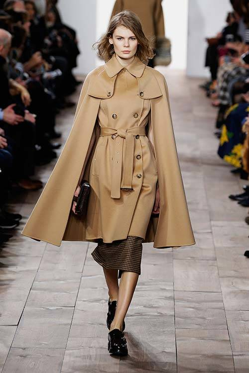 The trench coat at Michael Kors FW 2015, Getty Images.