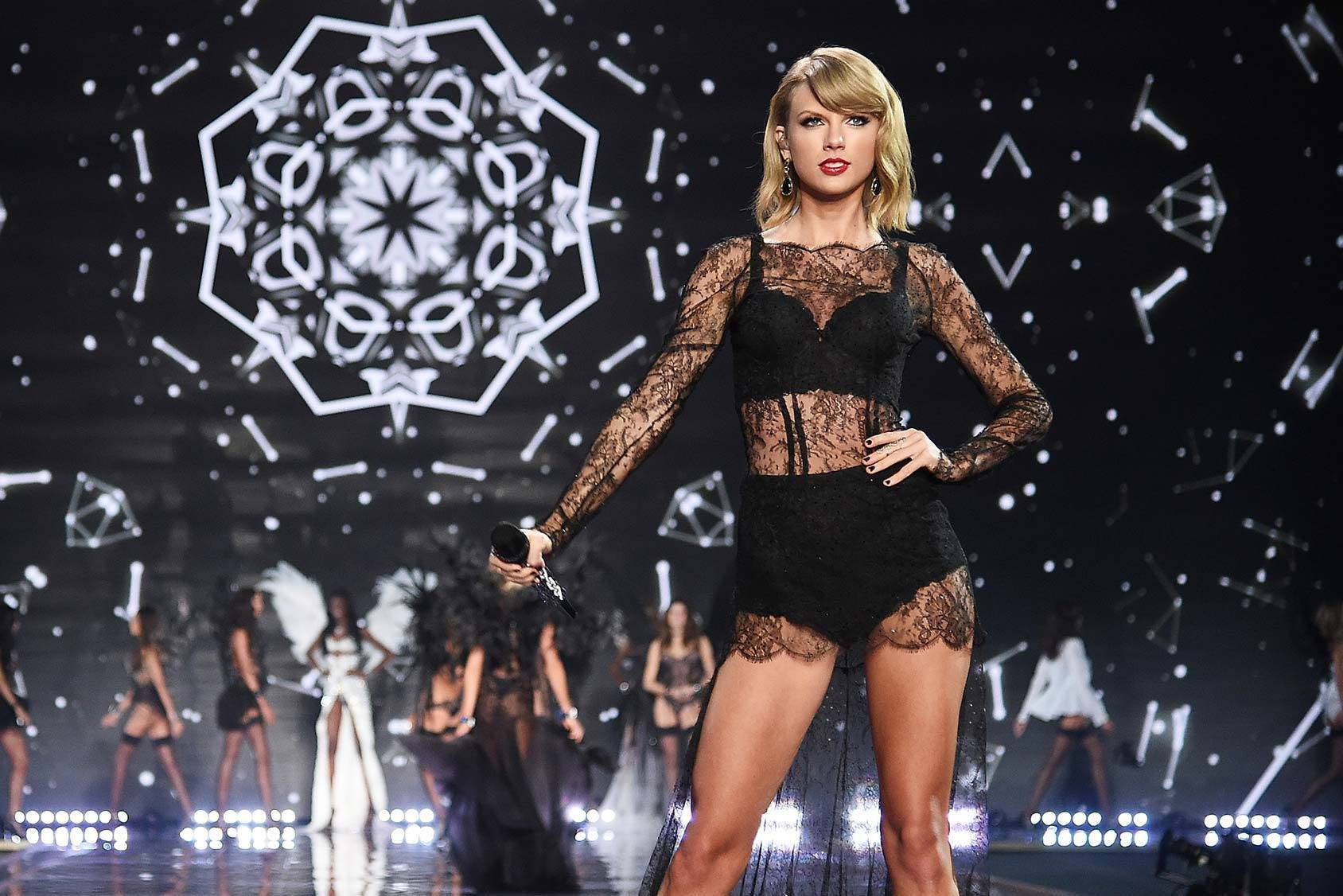 Taylor Swift at the Victoria's Secret Fashion Show 2014, Getty Images.