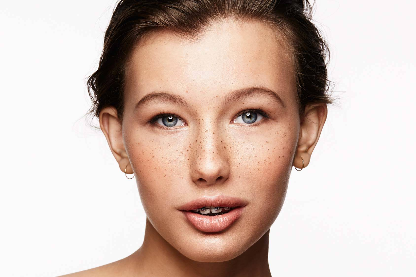 Fix a fresh spring look with fake freckles – in just six easy steps.