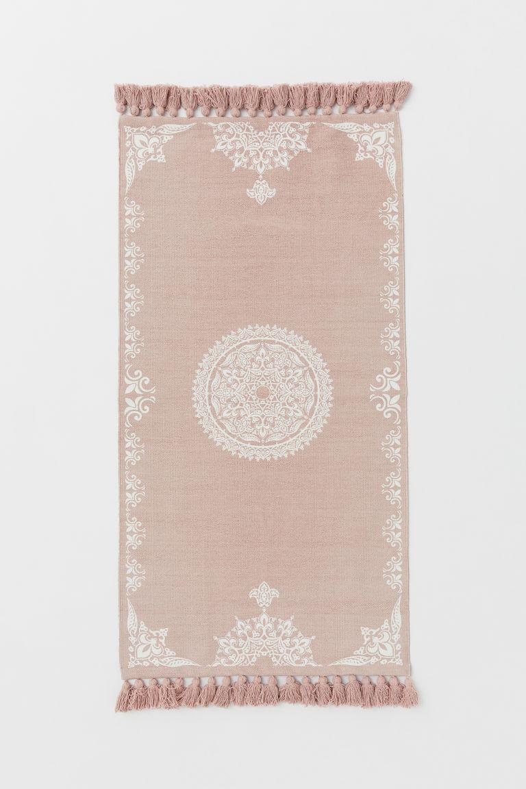 tapis en coton avec pompons rose clair motif blanc home all h m fr. Black Bedroom Furniture Sets. Home Design Ideas