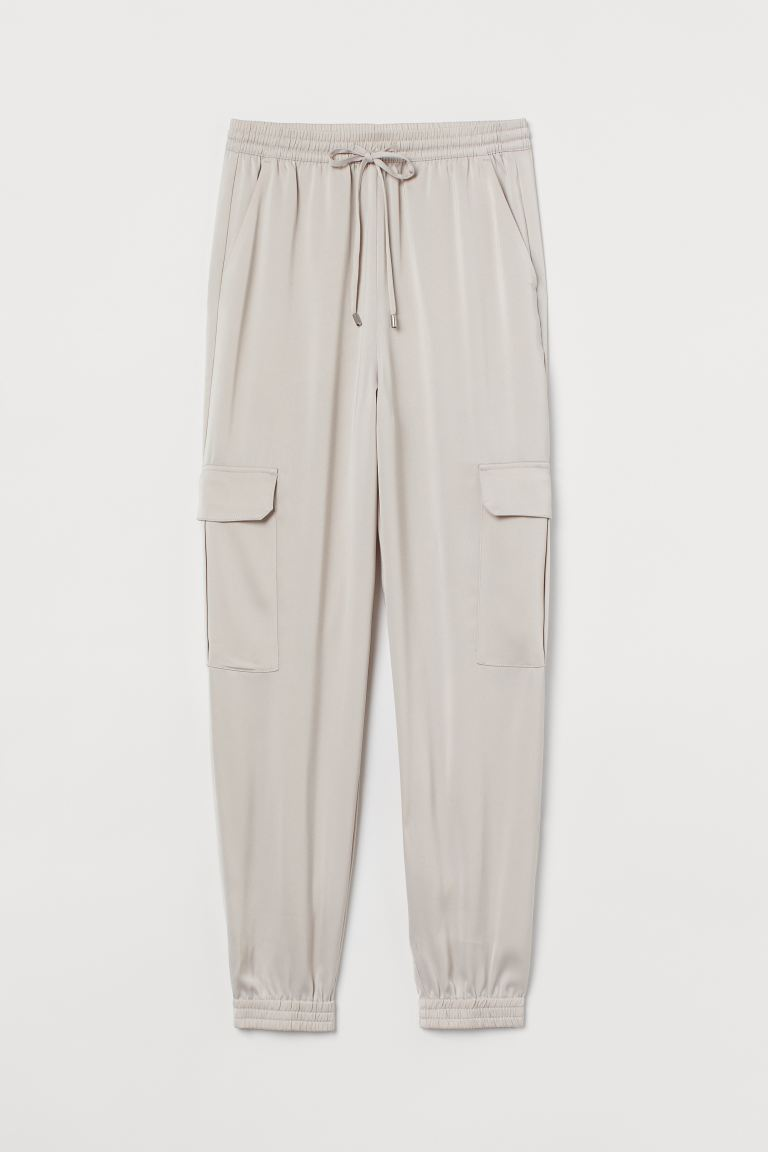 Pantaloni cargo in satin - Greige chiaro - DONNA | H&M IT