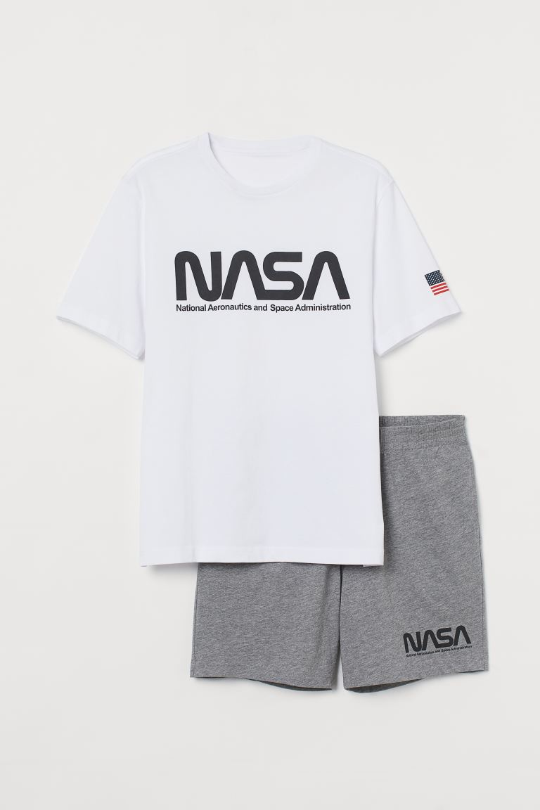 Pyjama T-shirt and shorts - White/NASA - Men | H&M