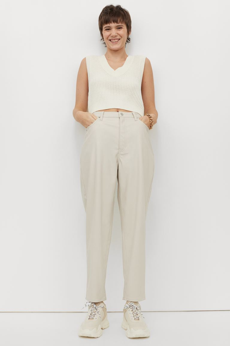Pantaloni in finta pelle - Light beige - DONNA | H&M CH