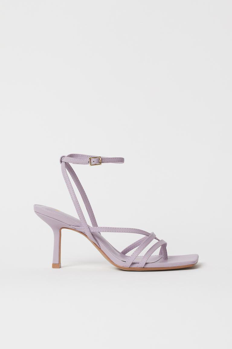 Sandaletten in Lila