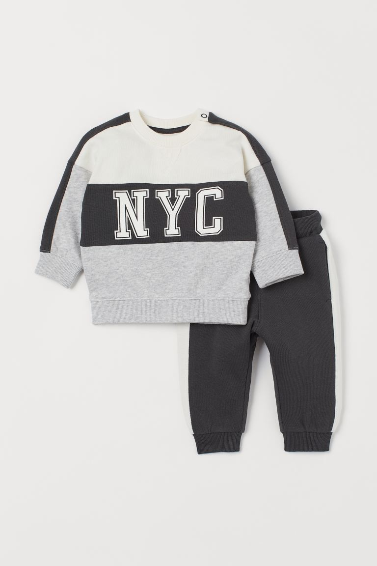Sweatshirt and joggers