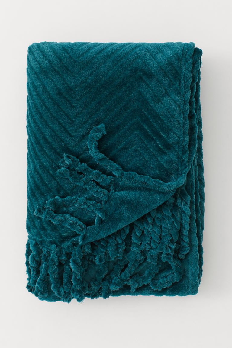 Fleece Throw with Fringe - Dark green - Home All | H&M US